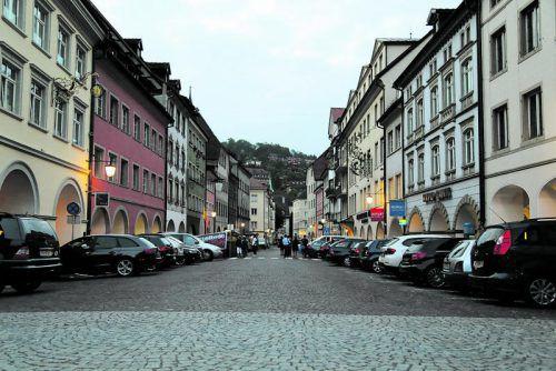 Die Parkplatz-Situation in der Neustadt bleibt bis 2019 fast unverändert. Ein Gastgarten kommt aber dazu. Foto: etu