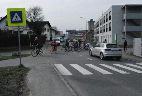 Die Querung für Radfahrer und Fußgänger der L 41 Zellgasse soll möglichst rasch sicherer gemacht werden. Foto:erh