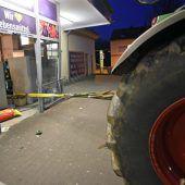 Vier Bankomat-Diebe  kamen mit dem Traktor