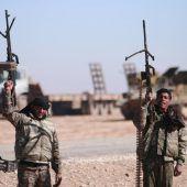 Milizen kesseln IS-Hauptstadt Al-Rakka ein