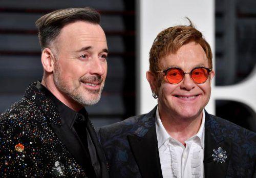 Elton John und David Furnish haben im Jahr 2014 geheiratet. Sie leben mit ihren zwei Söhnen in Los Angeles. Foto: AFP