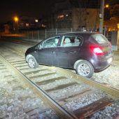 Schon wieder mit dem Auto aufs Bahngleis