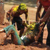 Holi-Fest in Indien in vollem Gange
