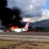 Flugzeug in Flammen