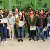 Projekt Leuchtturm: Pflichtschul-Abschlusszeugnis für zwölf Schülerinnen und Schüler