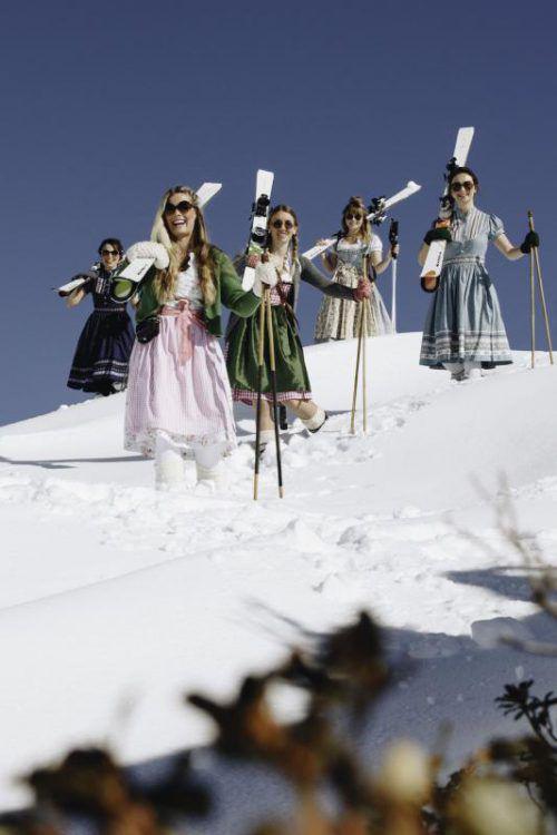 Im Dirndl auf die Skipiste? Am 1. April lautet in Lech genau so das Motto. Und gefeiert wird auch. Foto: Kästle
