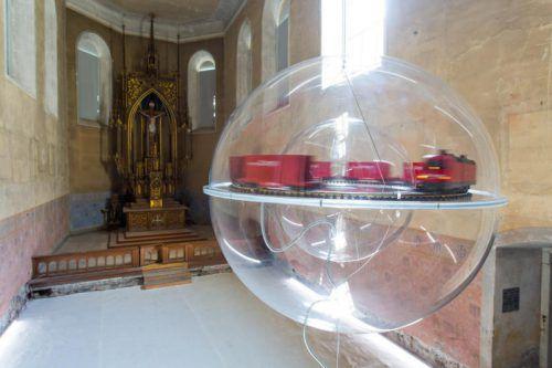 Installation von Boris Petrovsky in der Feldkircher Johanniterkirche. Foto: VN/Hofmeister