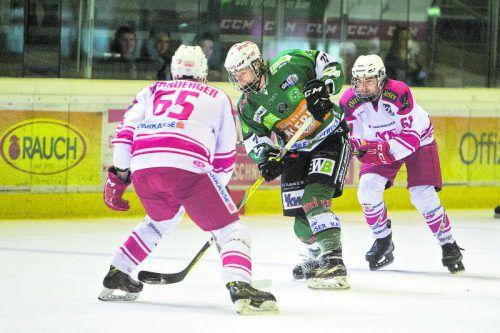 Kai Fässler (Mitte) erzielte für den EC Bregenzerwald in den Spielen gegen den KAC II einen Treffer. Foto: sams