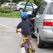 Achtjähriger stieß mit Rad gegen Pkw
