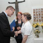 Diplome für 25 neue Krankenpfleger