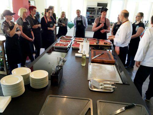 Mehrwert für die Konsumenten: Dieser deutsche Lebensmittelhändler (Edeka Richter) bietet Kochkurse und Warenkunde an.  Foto: ERi