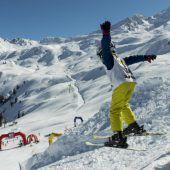 Auf nur einem Ski über die Ziellinie