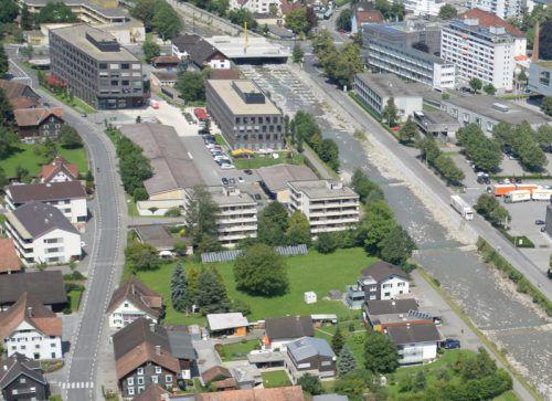 Personalhäuser (Bild Mitte) an der Ache haben ausgedient.  Foto: STD