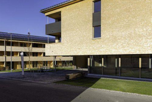 Solche Bauten würden sich die Holzbauer noch öfter wünschen: Wohnanlage in Holz in Krumbach. Foto: HBK