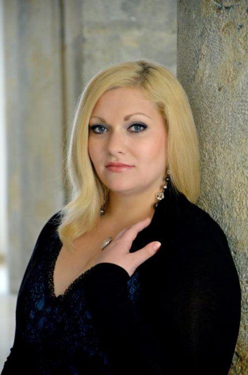 Veronika Dünser (Mezzosopran) singt im Vorarlberg Museum.