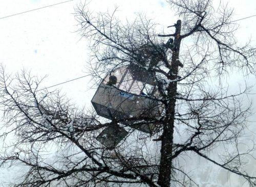 Zwei Bergsteiger mussten in Prägraten aus einer abgestürzten Seilbahn geborgen werden. Foto: AP