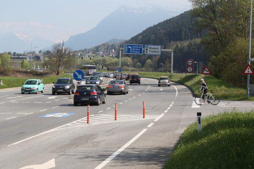 An der vorderen Kreuzung (Kreuzung Felsenau) wird eine neue Ampelanlage errichtet. Foto: VN/Heinzle