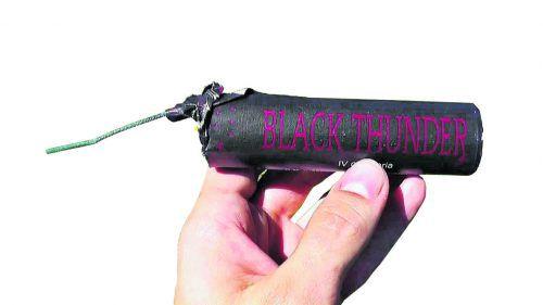 Böller vom Typ Black Thunder dürfen nur mit Pyrotechnikausweis verwendet werden.
