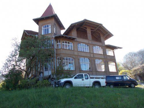 """Das einstige Hotel """"Einfirst"""" fand in späteren Jahren als Mehrzweckgebäude Verwendung. foto: bet"""