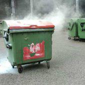 Polizisten bekämpften Containerbrand