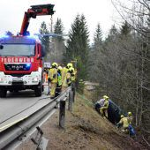 Alkolenkerin stürzt 30 Meter über Böschung