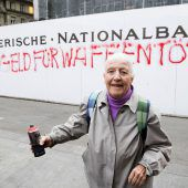 86-jährige Schweizerin rebelliert mit Spraydose