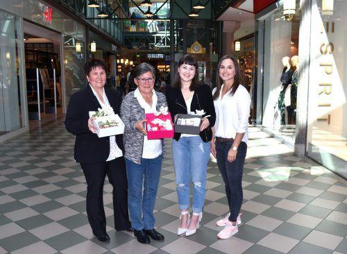 Die Gewinnerinnen (v. l.) Birgit Amann, Renate Lenz und Nora Matt mit Eva Voit (Messepark). Foto: MP