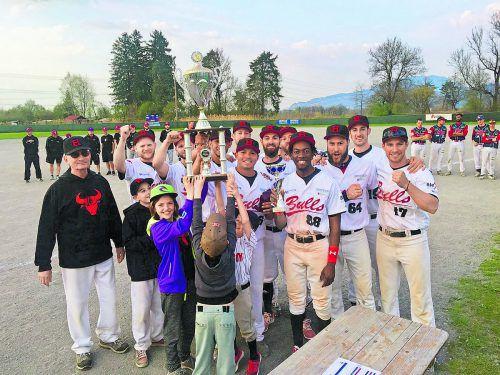 Die Hard Bulls holten sich wie letzte Saison die Siegertrophäe im Vorarlberger Cup der Baseballer. Foto: Verein