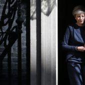 May lässt Briten neu wählen