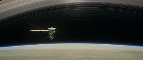 Die Sonde soll noch weitere 21 Mal die rund 2400 Kilometer breite Zone zwischen den Ringen und dem Saturn durchfliegen. NASA