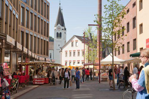 Die Kunden strömen wieder stärker in den stationären Handel. Davon profitieren gut konzipierte Quartiere wie der Garnmarkt und gut aufgestelle Geschäfte.FA/prisma