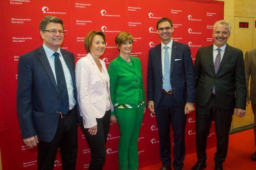 Dornbirns Stadtchefin Andrea Kaufmann mit Wolfgang (l.) sowie Messe-Chefin Sabine Tichy-Treimel, LH Markus Wallner und Otto G. Mäser.