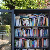 Bücherregal für die Jugend am Platz Habedere