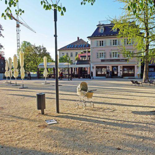 Ein Kinderwagen stand auf dem Schlossplatz. Foto: Stadt