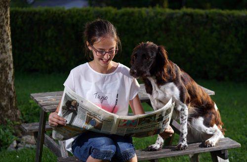 """Eine tierische Freundschaft pflegen auch Johanna (12) und ihre Hündin """"Imme"""".  Foto: ludwig berchtold"""