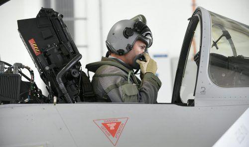 ÖVP und Grüne wollen bis Mitte des Jahres Klarheit schaffen, wie die künftige Luftraumüberwachung aussehen wird.APA