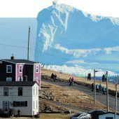 Eisriese zieht an Küste vorbei