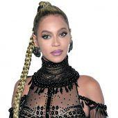 Beyoncé fördert Studentinnen