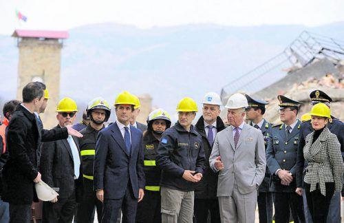 Gestern besuchte Prinz Charles das von Erdbeben zerstörte Amatrice in Mittelitalien. Foto: ap