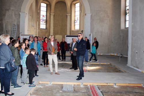 Großes Interesse am Infotag des Bauausschuss-Teams über den Stand der Kirchenrenovierung in Bildstein. Foto: nam