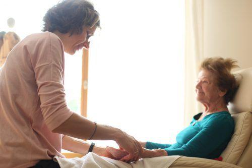 """Im Bregenzer """"Hospiz am See""""übernehmen ehrenamtliche Mitarbeiter die Patientenbegleitung."""