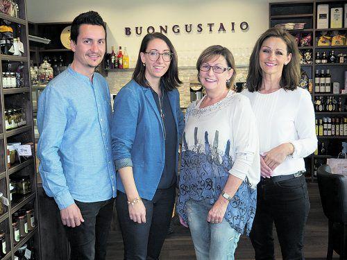 Luden zur feierlichen Eröffnung: Traian Dîrmon mit Gattin Claudia sowie Silvia Hämmerle und Birgit Beran. Fotos: Franc
