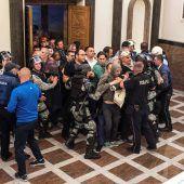 Über hundert Verletzte nach Sturm auf Parlament