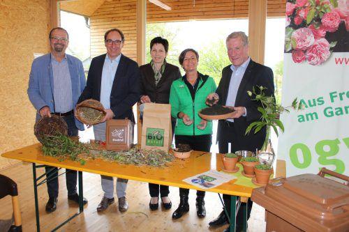 Rainer Siegele, Johannes Rauch, Andrea Schwarzmann, Renate Moosbrugger und Erich Schwärzler (v.l.) sprachen über richtiges Kompostieren.