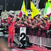 Vettel ist Favorit, Hamilton grantelt