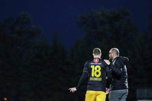 Sicherheit zuerst: In der Schlussphase schickte Altach-Trainer Martin Scherb noch Defensivmann Jan Zwischenbrugger auf das Spielfeld. Foto: gepa