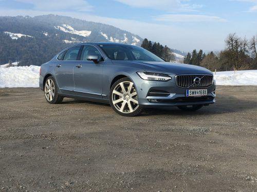 Stattliche Limousine: Volvo feiert mit dem S90 ein von der Fachwelt umjubeltes Comeback in der Business-Klasse. Fotos: vn/Gasser