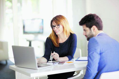 Wenn es um die Finanzierung geht, ist kompetente Beratung gefragt. Foto: Shutterstock