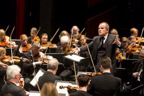 Wesentlichen Anteil am Erfolg hatte der französische Dirigent François-Xavier Roth. Foto: Stadt Bregenz, Mathis