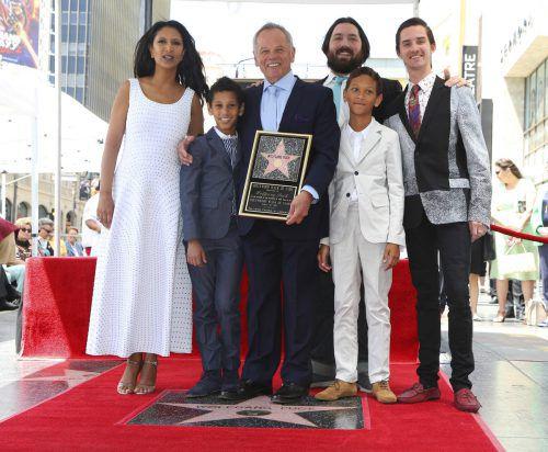 Wolfgang Puck mit seiner Frau Gelila und den Söhnen Oliver, Cameron, Alexander und Byron. Foto: AP